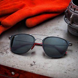 2ef631dbd7d89b In 1937 werd het merk Ray-Ban opgericht met als doel  zonnebrillen maken  voor het Amerikaanse leger. Logischerwijs hadden met name de piloten last  van ...